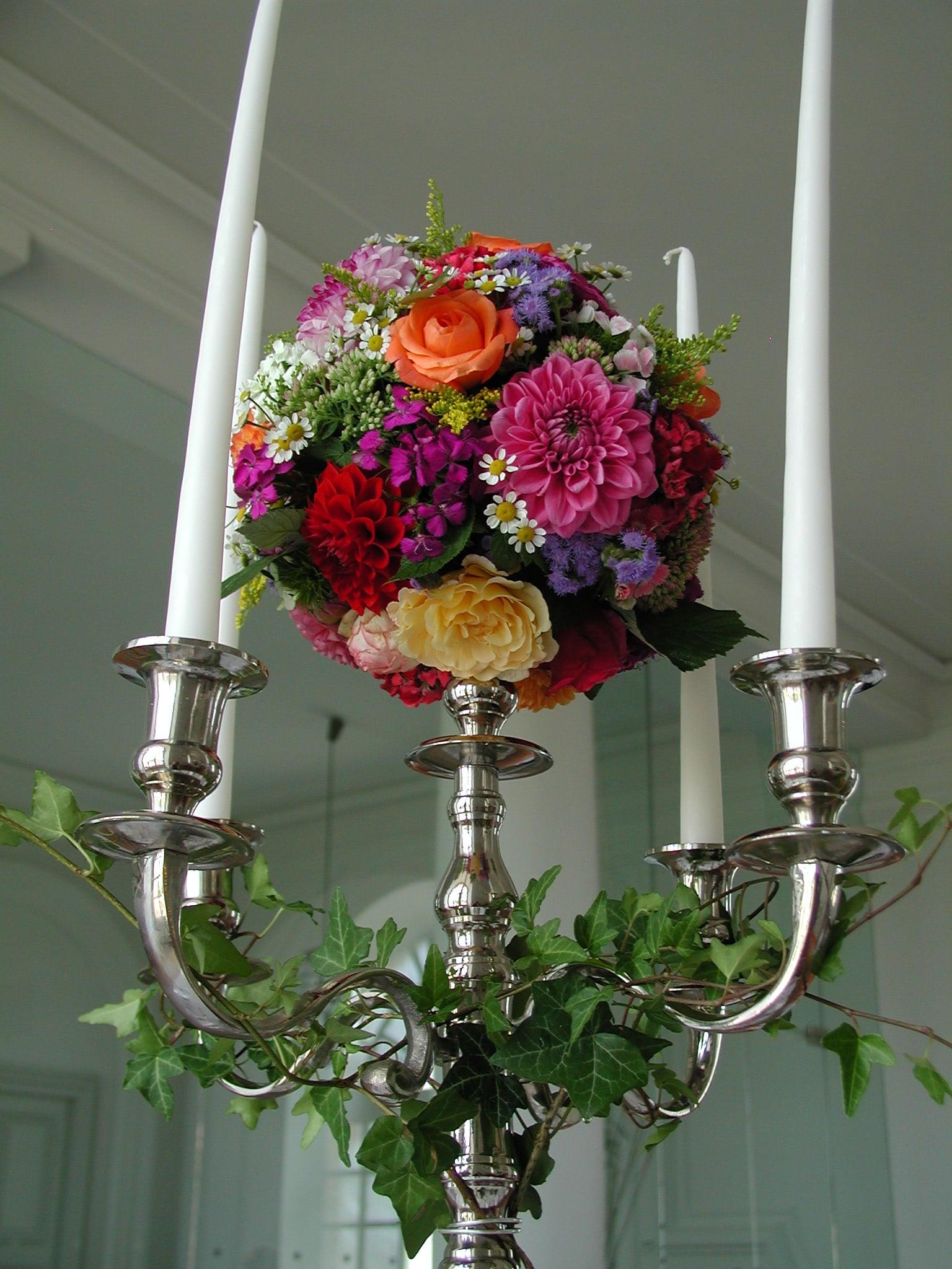 Dekoration mit Blumenkugel