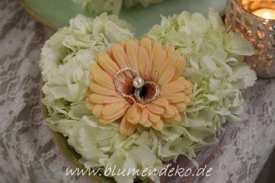 Blumenherz für Eheringe