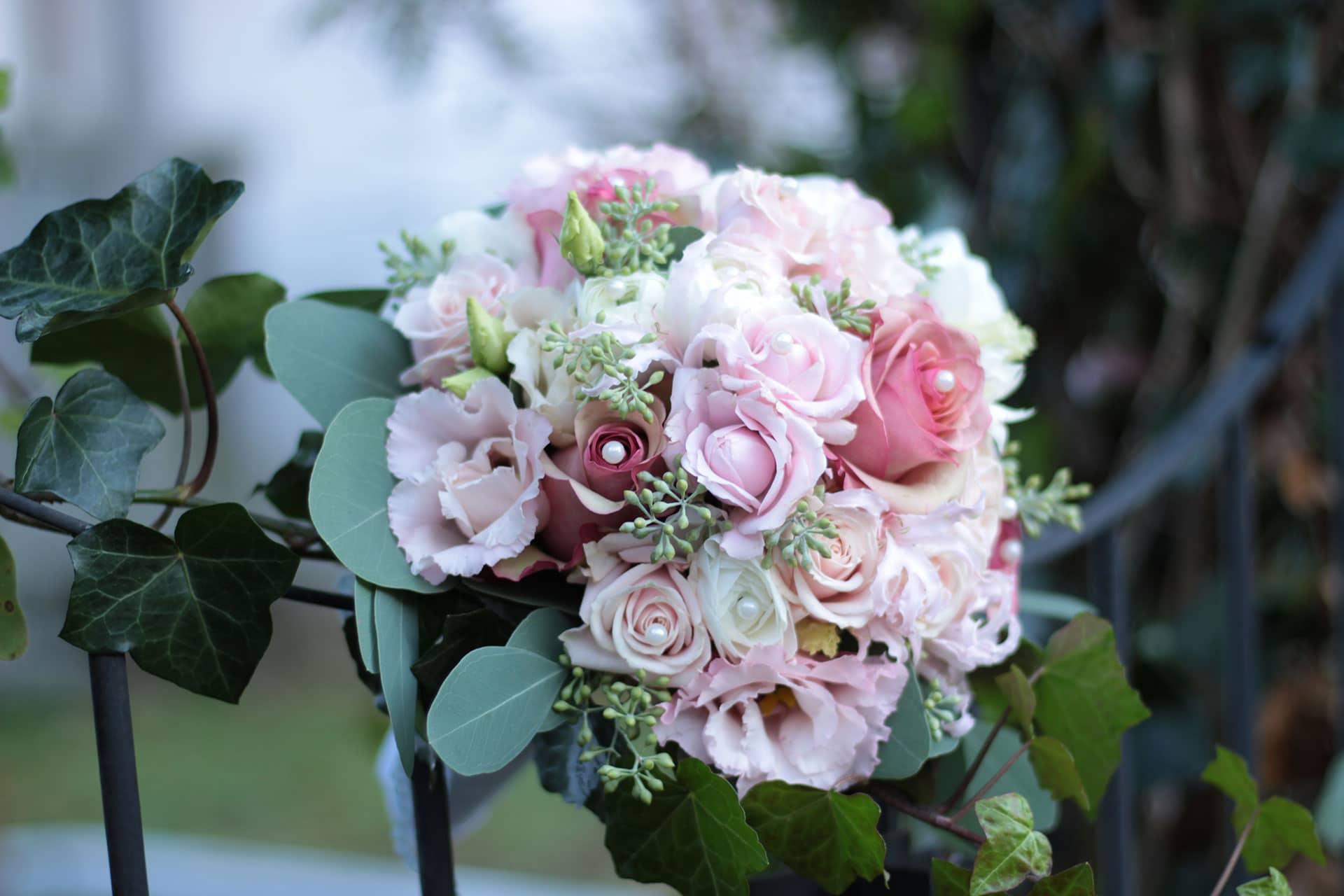 Brautstrauß Rosa mit Perlen