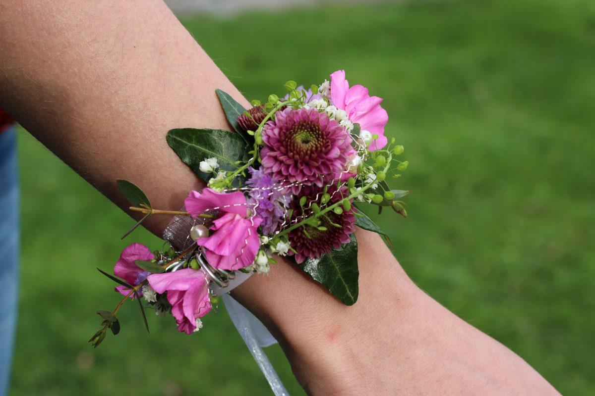 Hochzeit Blumen-Armband mit Lila und Magenta