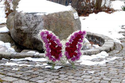 Trauerschmuck als Schmetterling