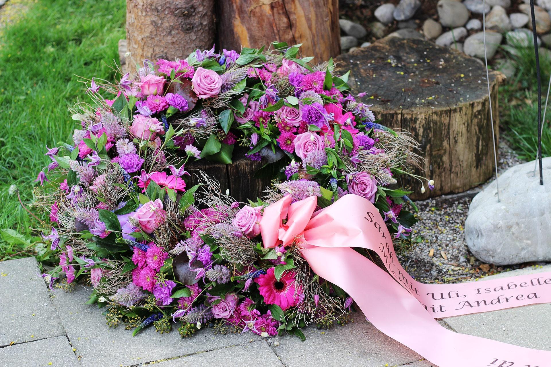 Trauerschmuck rosa lila