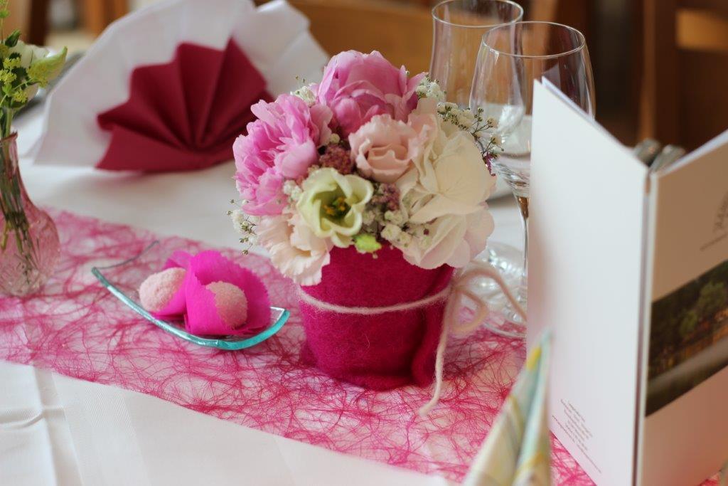 Tischdekoration zur Taufe in Vintage mit Rosa im Langwieder Seestüberl
